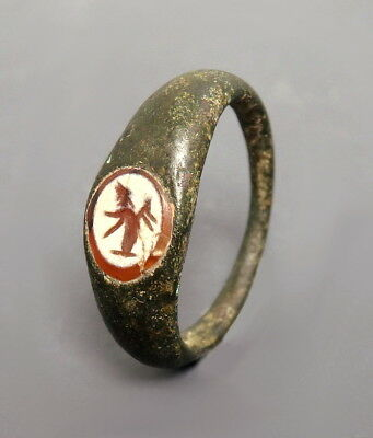 Roman Bronze Ring With An Agate Intaglio Depicting Sol (L904)