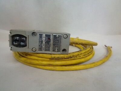 Allen-Bradley 880L-Ra1-12 Retroreflective Photoelectric Switch