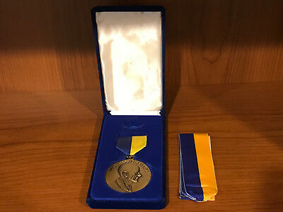 The ROTARY Foundation Vintage Paul Harris Fellow Medal in original case BK1