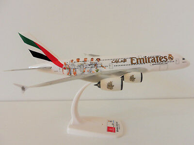 EMIRATES REAL MADRID Airbus A380-800 1/250 Herpa Snap Fit 611077 A380 A 380