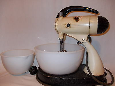 Sunbeam Mixmaster Vintage Model 9B including 2 x Milk Glass Bowls