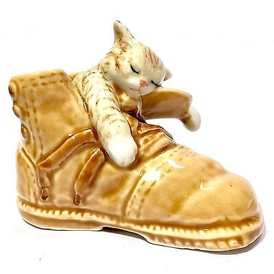 Miniature Sleeping Cat In Boot Ceramic Statue Animal Figurine Collectibles Decor