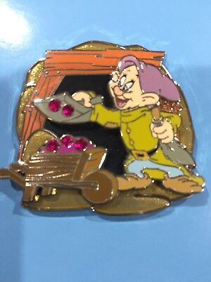 Disney Park Pack Pin Snow White Dopey Red Gems LE 500
