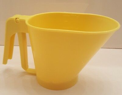 Vintage RUBBERMAID Yellow 3 Cup Kitchen SIFTER Flour Sugar