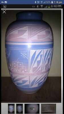 Hozoni pottery - hand painted and hand made Native American ceramic vase