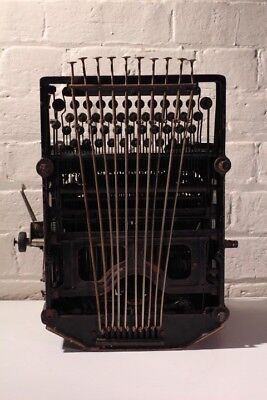 Antique Typewriter ~ Royal ~ Unique Tabs ~ SYDNEY PINCOMBE