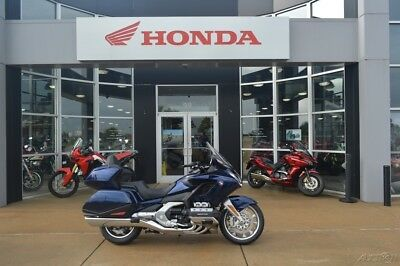 Honda Gold Wing® Tour Automatic DCT Pearl Hawkseye Blue  2018 Honda Gold Wing Tour Automatic DCT Pearl Hawkseye Blue New