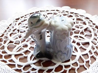 Collectible salt shaker - Souvenir Monkey Mia WA