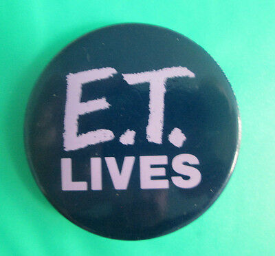 1982 Universal City Studios E.T. LIVES Movie Promo Pinback Button Pin