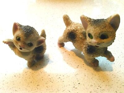 SMALL WHITE PORCELAIN CAT FIGURINES ( X 2 ) - Red Japan Stamp - VERY NICE