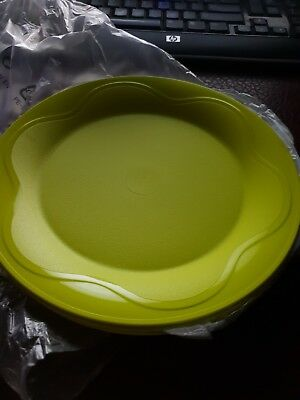 Tupperware picnic (4) plates green. Brand new and in original packaging.
