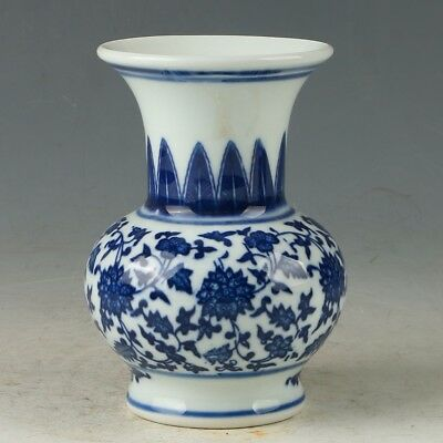 Chinese Porcelain Hand-painted Flower  Vase W Daqing Qianlong Mark MY0867