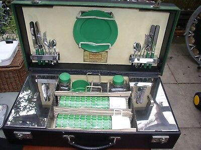 Sirram picnic set with black and green case.