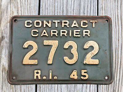 Vintage 1945 Contract Carrier License Plate Rhode Island #2732 Green & White