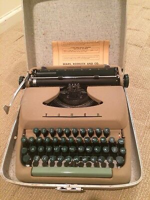 Tower Comander portable typewriter, case with lock included, BEIGE