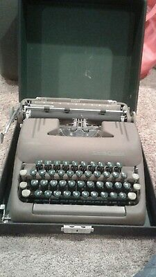 1950 Smith Corona Silent Typewriter & Case - Green Keys & Brown Body Works Great