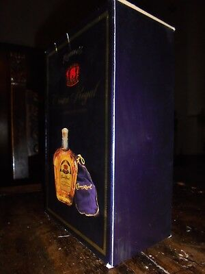WHISKY. Crown Royal, the legendary whisky. 10 years old. Acquistato nel 1975