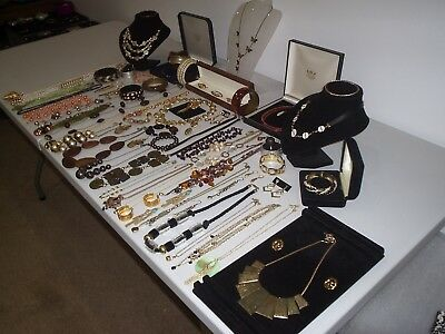 Large Job Lot Of Vintage & Costume Jewellery Necklaces Bracelets Brooches (X)