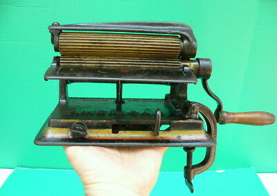 Antique 1880 AMERICAN MACHINE Cast Iron Clothes Fluter Crimper Pleater Ruffler