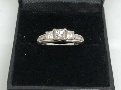 Ladies Beautiful Michael Hill 18K White Gold Ring With 1.00ct Total Diamonds