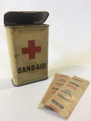 Wwii Us Medic Band-Aid Tin With 2 Sterile Adhesive Bandages Johnson & Johnson