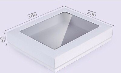 RETAIL TOYS BAKERY. LARGE WHITE 32cm X 32cm X 5cm  BOX WITH THE LID GIFTS