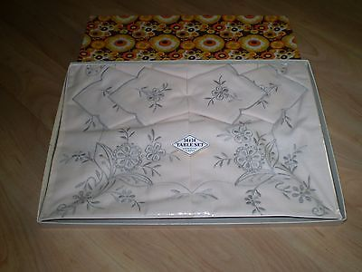 Vintage Boxed (Unused) Embroidered Table Set ~ Table Cloth And 4 Serviettes
