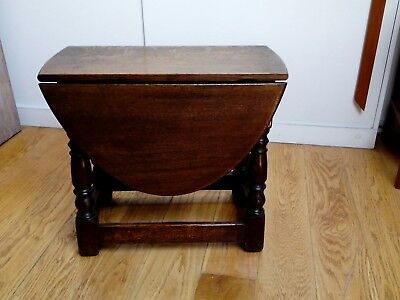 Small Victorian Gothic Style Oak Drop-Leaf Table [coffee/side/occasional/stool]