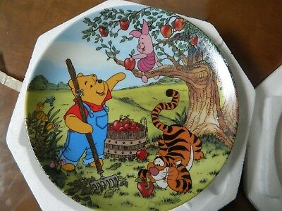 Walt Disney Winnie the Pooh An Apple for You Collector Plate Bradford Exchange