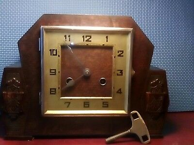 Super Vintage Art Deco Chiming Mantle Clock. Working.