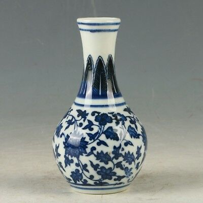 Chinese Porcelain Hand-painted Flower Vase W Daqing Qianlong Mark MY1179