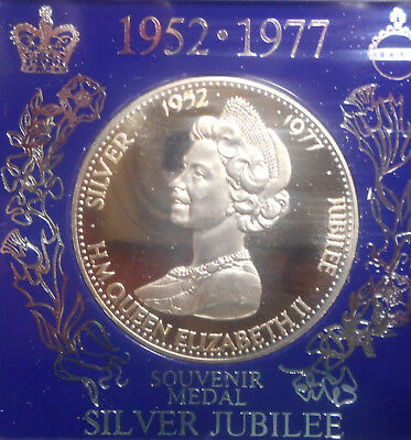 1977 QEII Silver Jubilee   Medal 38mm does not include plastic collar