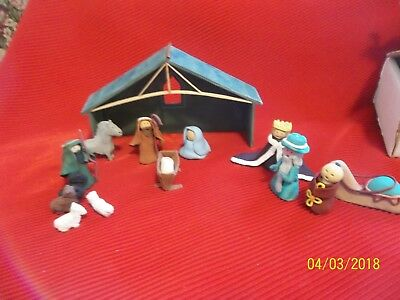 Vntg. Hand Crafted Nativity Scene–14 Clay Figures W/ Stable~Miniature~Christmas
