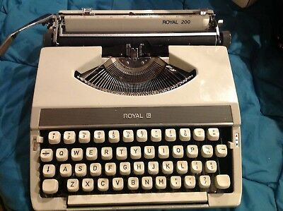 Retro Type Writer ROYAL 200 Excellent Condition