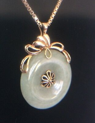 BEAUTIFUL 14k GREEN JADEITE DISK PENDANT WITH EASY OPEN SAFETY CLASP