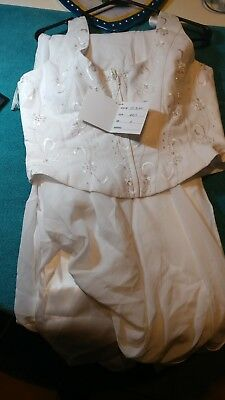 Wedding dress size 18 but runs small like a 10 or 12 ideal for costumes.