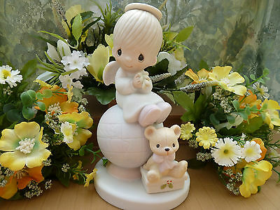 Precious Moments E 2804 Peace On Earth - Boy Angel On Globe - Has Box - Fish