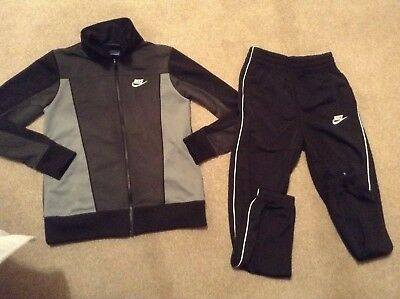 Nike Boys Tracksuit. Age 12-13 Years. Excellent condition