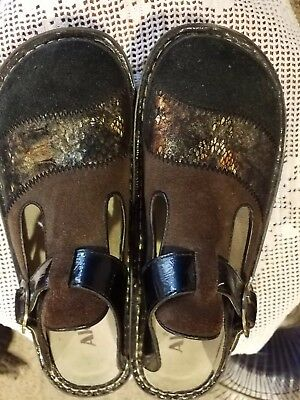 Alegria clogs  - size 39 - Brown and Black Suede with Beautiful Inlay Across Toe