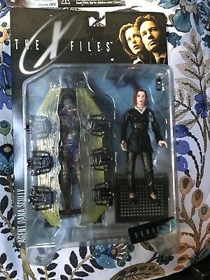 X Files Fight The Future Action Figure Set 9 Figures Scully Mulder Alien
