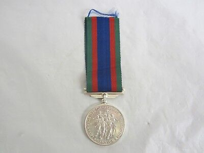 Canadian Voluntary Service WW2 Medal 1939 - 1945  Silver  sterling Ribbon