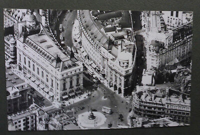 Vintage British Postcard - Londons Picadilly Circus