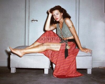 """Hedy Lamarr On The Set Of """"samson And Delilah"""" - 8X10 Publicity Photo (Ab-002)"""