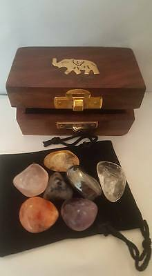 CHAKRA HEALING GIFT SET 7 x CRYSTAL GEMSTONES IN WOODEN BOX