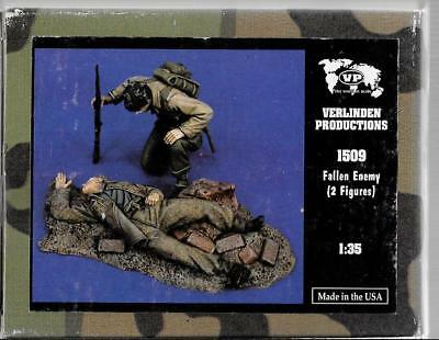 Verlinden WWII German Casualty and US Soldier, 2 Figures, 1/35 1509 ST