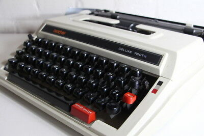 Brother Deluxe 760 Manual Portable Typewriter *** Great Condition *** With case
