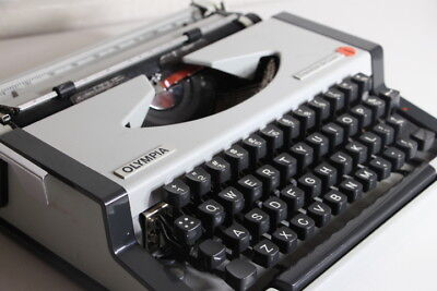 OLYMPIA Traveller De Luxe Typewrite - Great Condition!