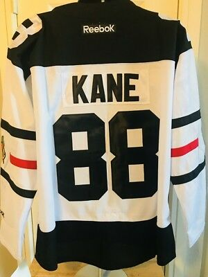 Patrick Kane Jonathan Toews Chicago Blackhawks White Jersey *Small Defect*