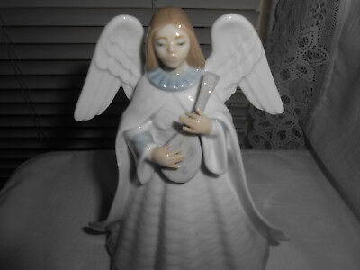 Lladro #5963 Angelic Melody Christmas Tree Topper Angel