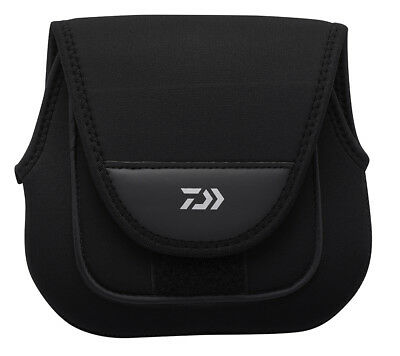 Daiwa Neoprene Reel Cover Medium SP-MH (3000-4000) BRAND NEW At Compleat Angler